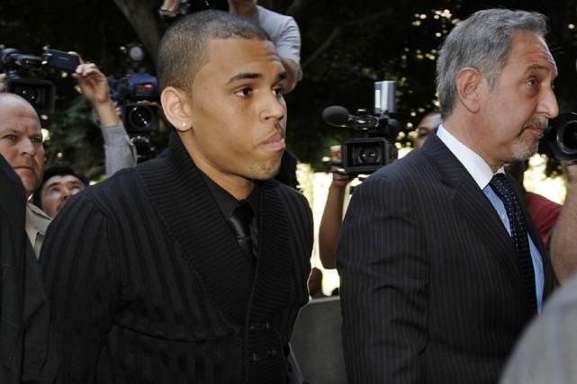 Chris Brown à son arrivée au tribunal à... (Photo: AP)