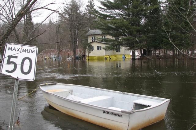 Le niveau de l'eau demeure stable par rapport à hier dans les rivières... (Photo Le Droit)