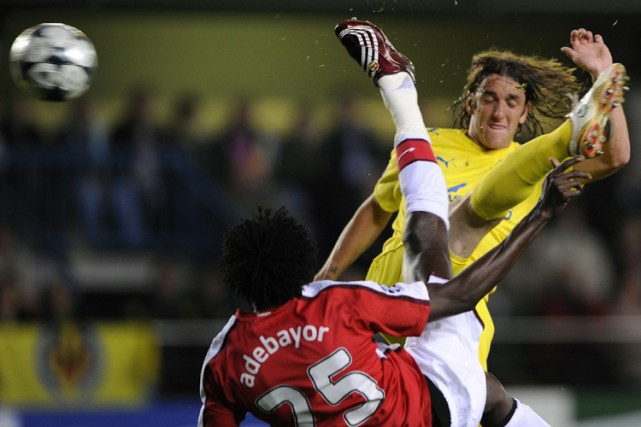 Emmanuel Adebayor a marqué d'un geste acrobatique pour... (Photo: AP)