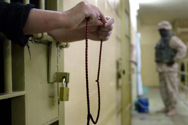 Un détenu prie dans la prison d'Abu Ghraib,... (Photo: AP)