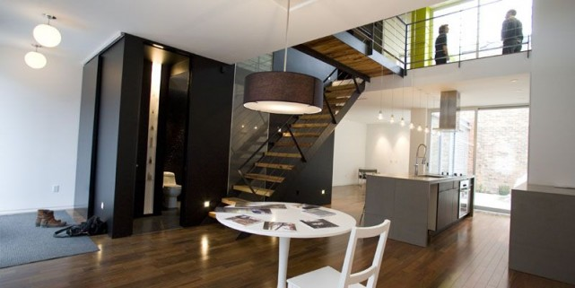 Les jeunes architectes ont percé une ouverture dans... (Photo André Tremblay, La Presse)