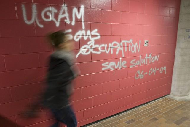 Des graffitis ont été peints sur les murs... (Photo: Patrick Sanfaçon, La Presse)