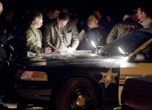 Des policiers tentent d'éclaircir les circonstances de la... (Photo: AP)