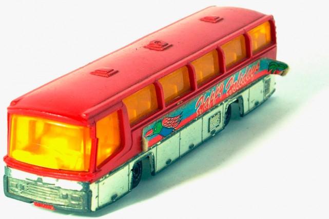 Si les voitures doivent se contenter des voies régulières, les autocars...