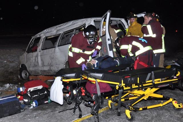 Les ambulanciers ont évacué tous les blessés. Heureusement,... (Photo: Jean-Pierre Rancourt, collaboration spéciale)