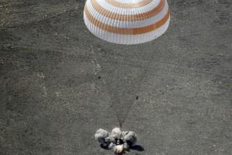 Le touriste de l'espace américain Charles Simonyi est revenu sur Terre sans... (Photo AP)