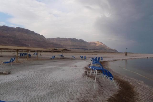 Des collines désertiques longent la mer Morte, le... (Photo: Agnès Gruda, La Presse)