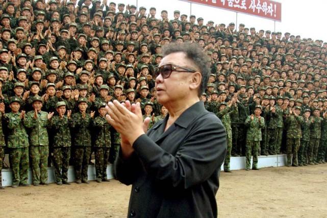 Le leader nord-coréen Kim Jong Il a été réélu à la tête de son pays, a annoncé... (Photo: AFP)