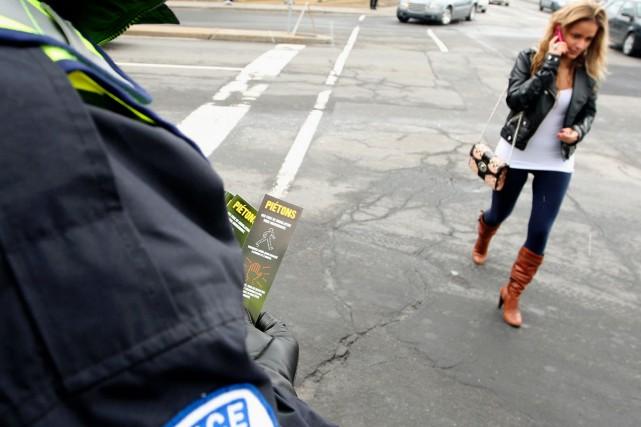 Plusieurs policiers étaient postés hier aux quatre coins... (Photo: Ivanoh Demers, La Presse)