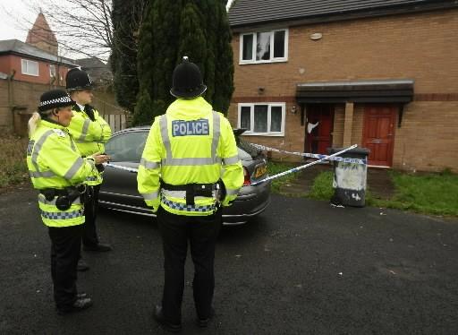 Des policiers britanniques... (Photo: AFP)
