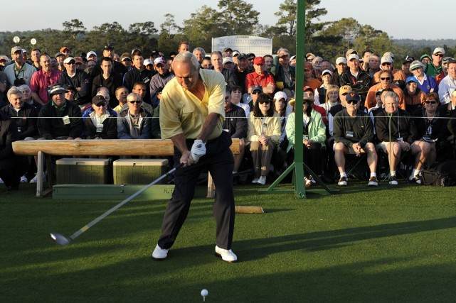 Arnold Palmer a donné le coup d'envoi du... (Photo AP)