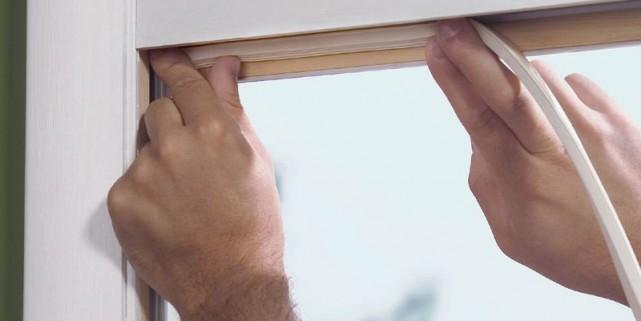 Le calfeutrage des fenêtres fait partie des mesures... (Photothèque Le Soleil)