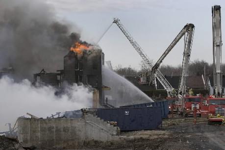 Un incendie d'origine suspecte a réduit en cendres hier 96 appartements en... (Photo: Robert Skinner, La Presse)