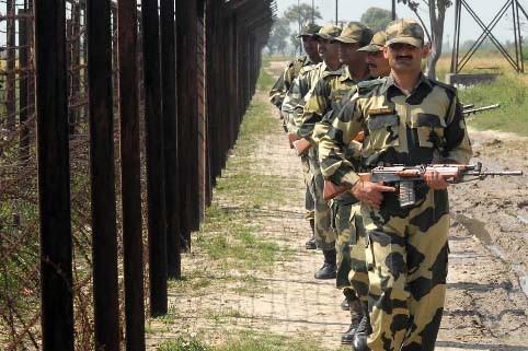 Une patrouille de policiers indiens a été surprise... (Photo AFP /NARINDER NANU)