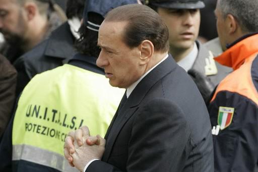 Berlusconi lors des funérailles des vicitmes de L'Aquila.... (Photo AP)