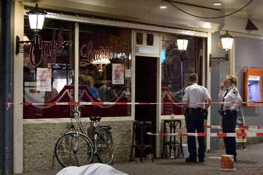 Un Néerlandais a ouvert le feu tôt samedi matin sur les patrons d'un café bondé... (Photo: AFP)