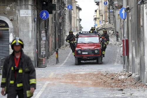 Le sol s'est déplacé jusqu'à 15 centimètres à L'Aquila lors du tremblement de... (Photo: Reuters)