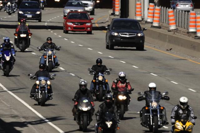 Plusieurs centaines de motocyclistes ont manifesté, samedi, sur plusieurs... (Photo: Bernard Brault, La Presse)