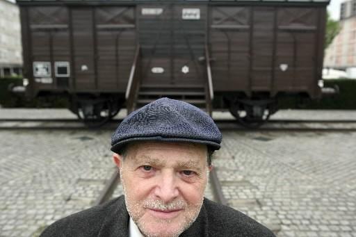 Un homme pose devant le wagon qui a... (Photo: AFP)