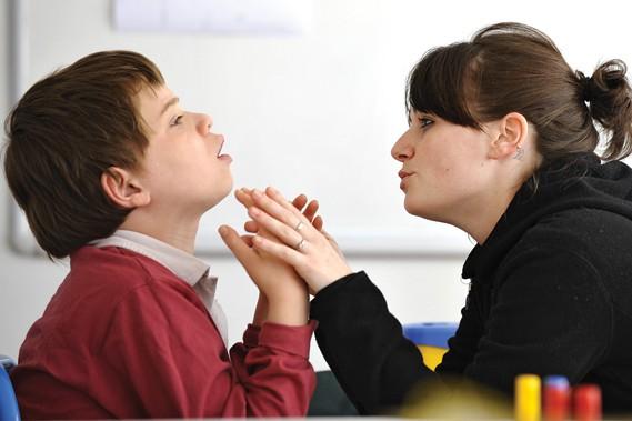 Les parents adoptants doivent être informés, sensibilisés et... (Archives AFP)