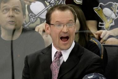L'entraîneur des Penguins de Pittsburgh, Dan Bylsma.... (Photo: AP)
