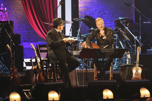 Elvis Costello avec Sting, du groupe The Police.... (Photo: CTV)