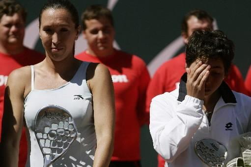 Jelena Jankovic aux côtés de son adversaire Carla... (Photo: Reuters)