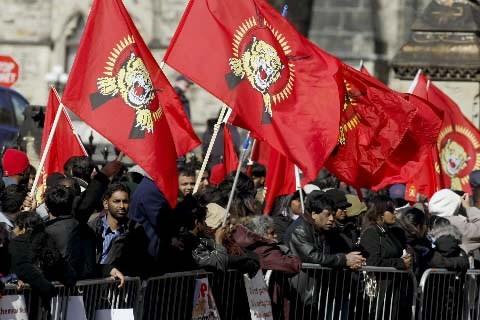 Les partisans des Tamouls étaient installés tout au... (Photo Le Droit)