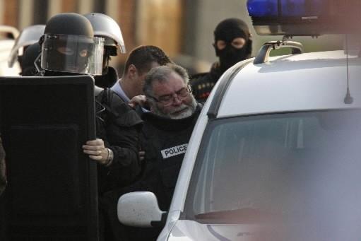 Le suspect s'est rendu aux policiers.... (Photo: Reuters)