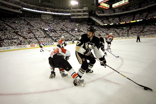 Il y a un an, les Flyers de Philadelphie sont passés de pire équipe de la Ligue... (Photo: AFP)