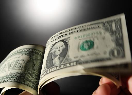 Même si le dollar américain s'est fortement déprécié par rapport à l'euro après... (Photo: Bloomberg)