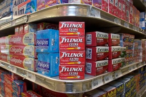 Parmi ses produits connus, l'entreprise vend l'analgésique Tylenol.... (Photo: Bloomberg)