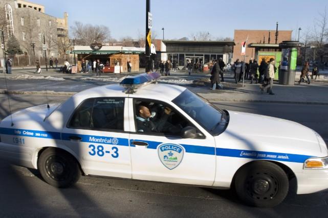 Des graffitis qualifiant les policiers de Montréal de «flics assassins» ont... (Photo: Robert Skinner, La Presse)