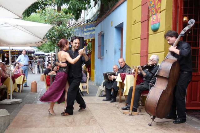 Le fameux tango, dans la rue comme sur... (Photo: Diane Turcotte, collaboration spéciale)