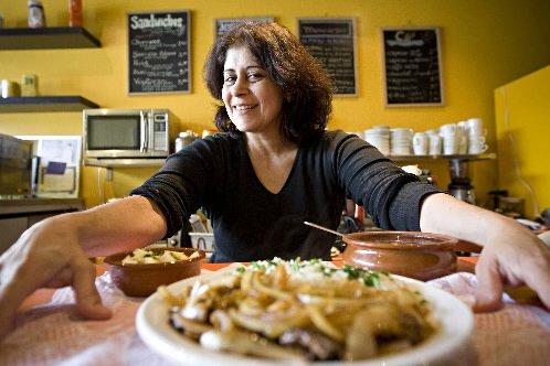 Cecilia, l'une des sympathiques propriétaires du Brasil café,... (Photo: Patrick Sanfaçon, La Presse)