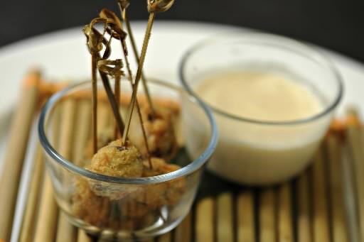 Escargots tempura, sauce au lait de coco et... (Photo: Bernard Brault, La Presse)