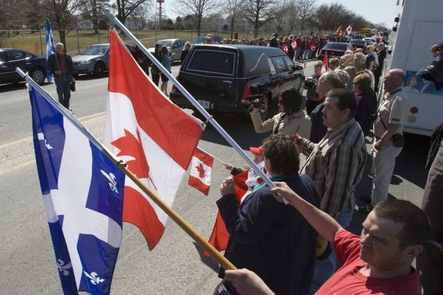 Le cercueuil de la soldate tuée par une... (Photo La Presse Canadienne)