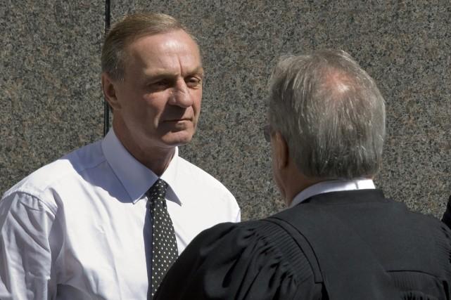 Guy Lafleur consulte son avocat au cours d'une... (Photo Reuters)