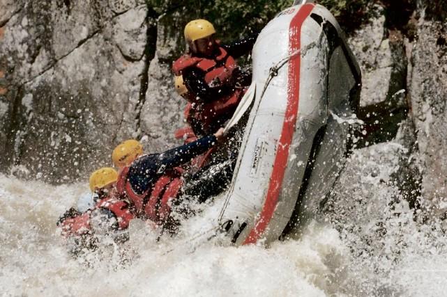 Les conditions printanières offrent des sensations fortes aux... (Photo: Nouveau Monde Rafting)