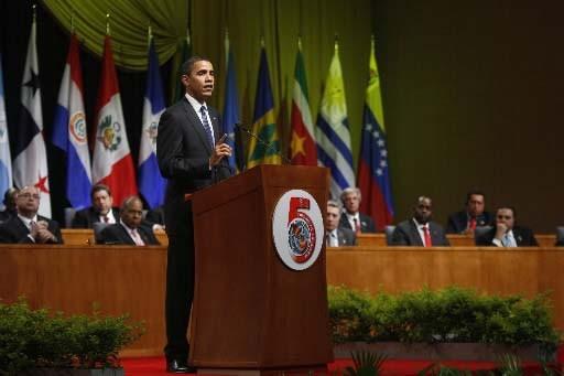 Barack Obama au Sommet des Amériques.... (REUTERS/Carlos Barria)
