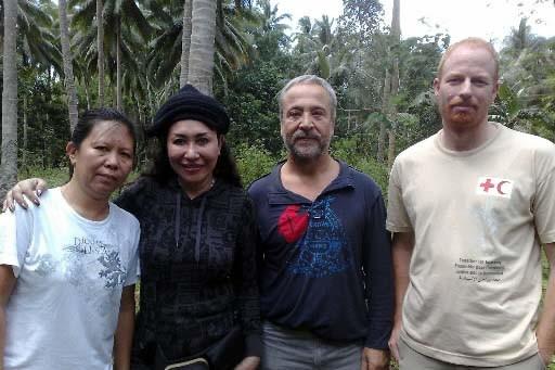 Andreas Notter, à droite, avec les autres otages.... (Archives AP)