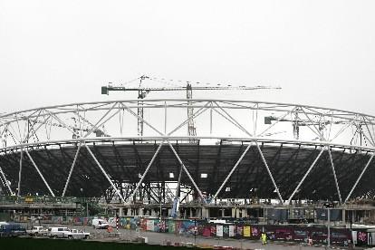 Les travaux de construction du stade olympique pour les Jeux de Londres en 2012... (Photo: AFP)