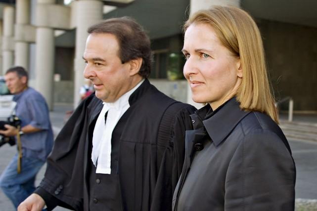 Myriam Bédard accompagnée de son avocat à leur... (Photo Jacques Boissinot, archives la Presse Canadienne)