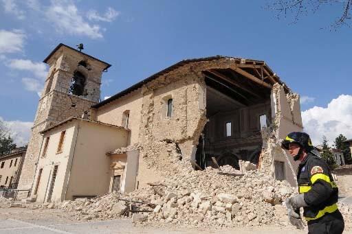 Les ruines des Abruzzes créent déjà la controverse.... (Photo Mario Laporta AFP)