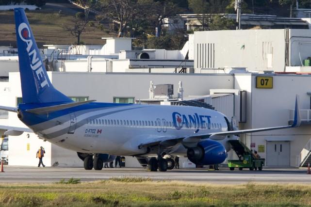 L'avion était immobilisé sur le tarmac de l'aéroport... (Photo AFP)