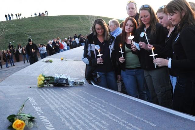 Des centaines de personnes se sont rassemblées pour... (Photo: AP)