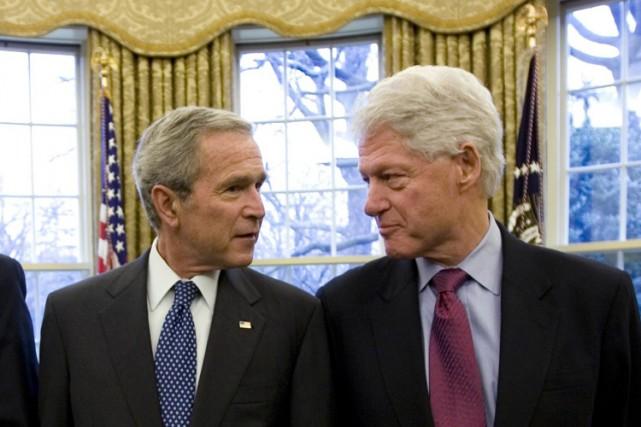 Les anciens présidents américains George W. Bush et Bill Clinton doivent se... (Photo: AP)