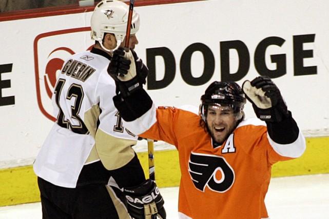 Simon Gagné et les Flyers ont joué avec... (Photo: AP)