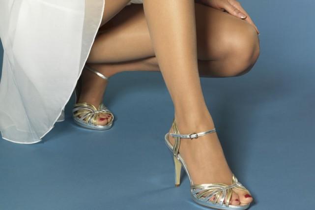 Il fallait y penser: des bas de nylon coupés aux orteils! Vous pouvez donc...