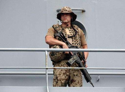 Un soldat allemand monte la garde dans les... (Photo: Reuters)